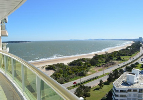 Punta Del Este, Maldonado, 3 Bedrooms Bedrooms, ,1 BathroomBathrooms,Apartment,For Sale,Punta Del Este,13562