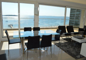 Punta Del Este, Maldonado, 4 Bedrooms Bedrooms, ,1 BathroomBathrooms,Apartment,For Sale,Punta Del Este,13571