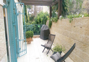 Jerusalem, Israel, 6 Bedrooms Bedrooms, ,3 BathroomsBathrooms,Apartment,For Sale,Jerusalem, Israel,16470