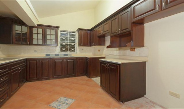 Kingston & St. Andrew, Kingston 6, 4 Bedrooms Bedrooms, ,4 BathroomsBathrooms,Apartment,For Sale,29672