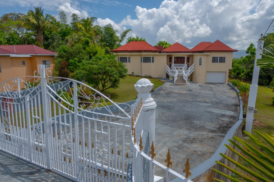 Manchester, Mandeville, 4 Bedrooms Bedrooms, ,4 BathroomsBathrooms,Apartment,For Sale,29837